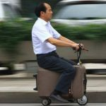 "La ""motomaleta"" pesa aproximadamente lo de una maleta convencional, según publica el diario Changsha Evening News."