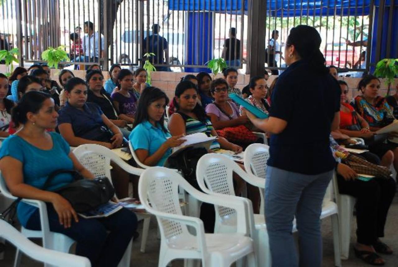 La oferta de empleos se llevó a cabo en Ciudad Mujer, de San Miguel. Ya se programó una segunda feria para el mes de septiembre. Foto EDH / JENNY VENTURA