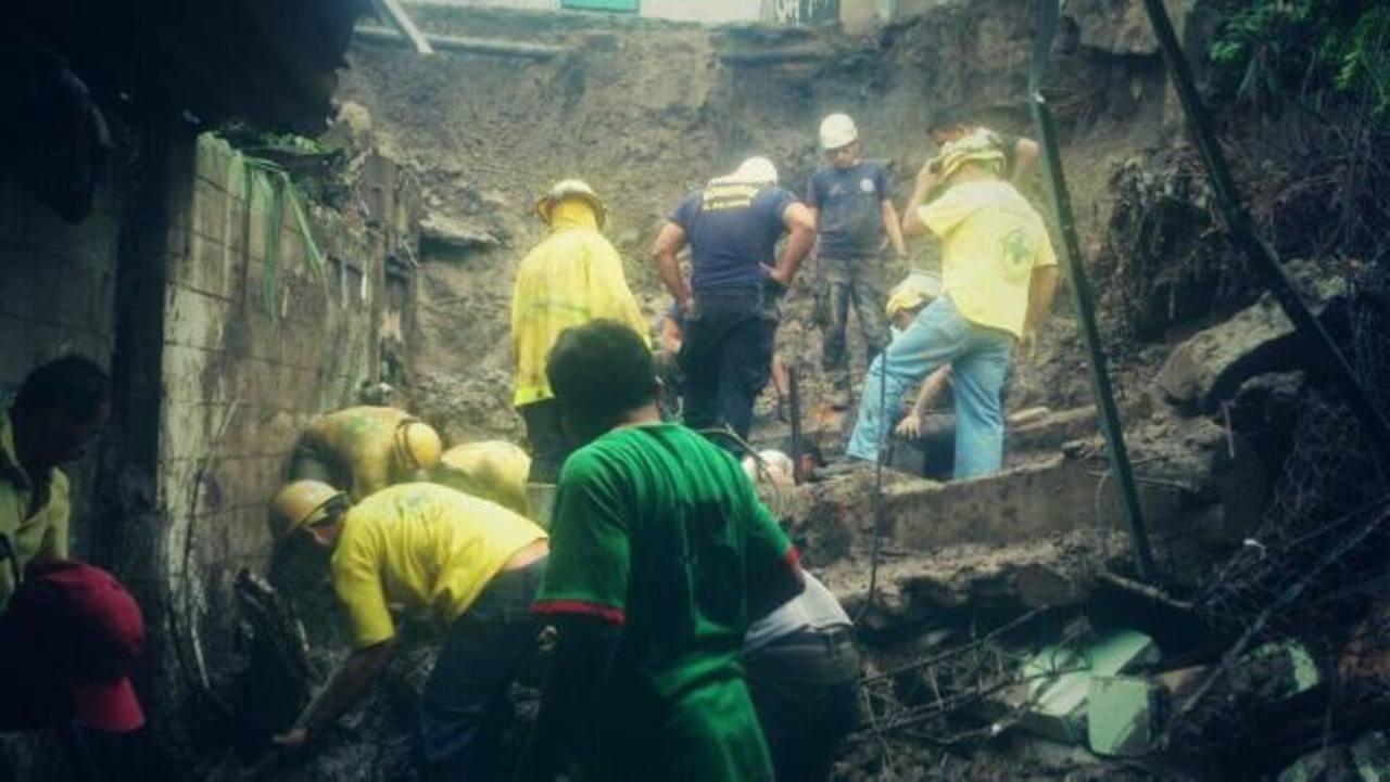 Mueren dos niños en San Miguel tras caerles paredón