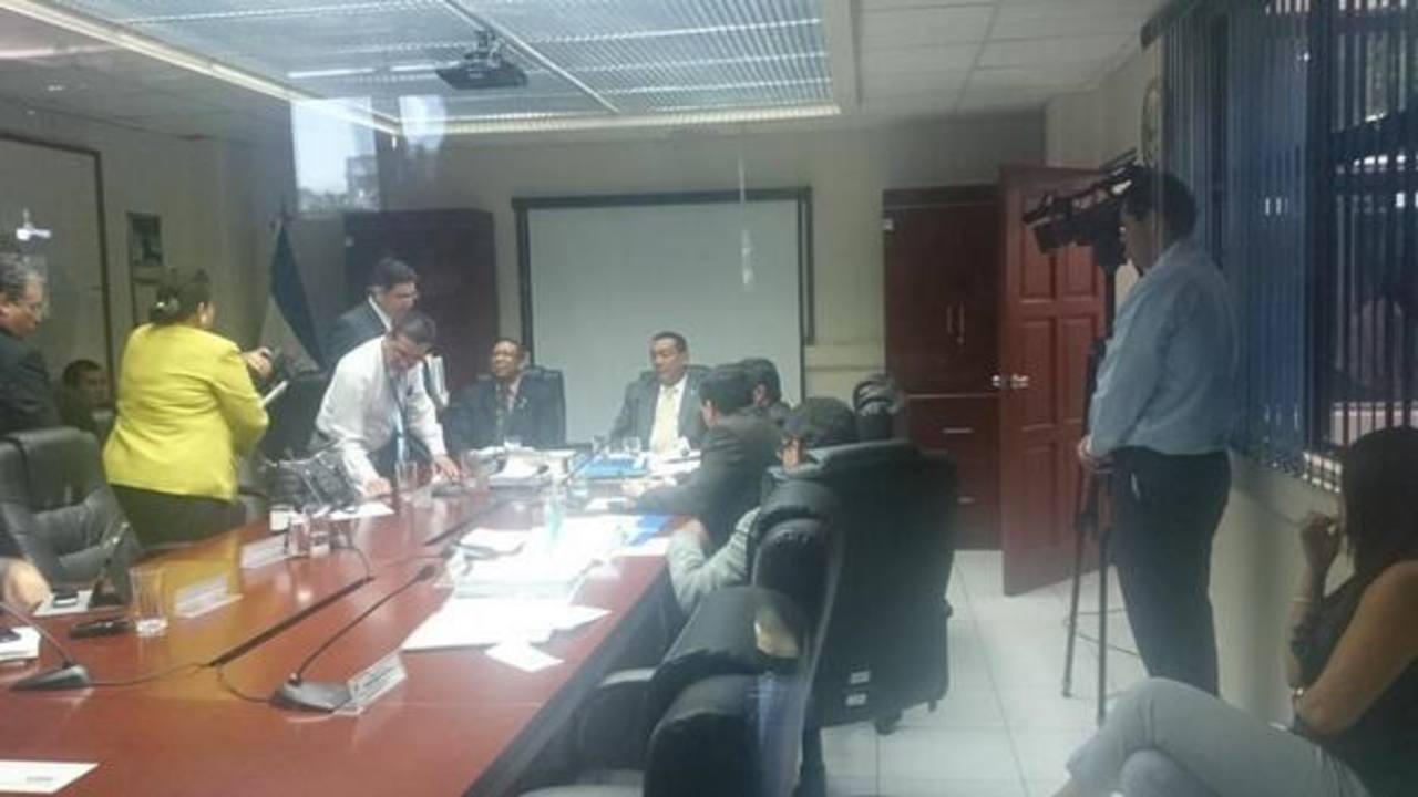 ARENA se retira de la comisión de antejuicio contra Roberto d'Aubuisson