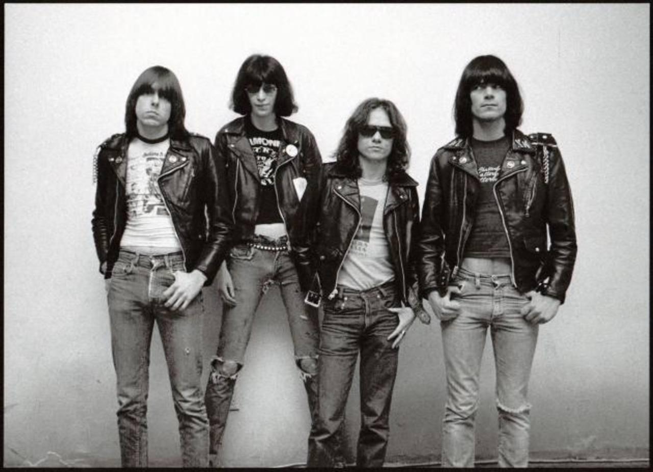 Los integrantes originales de la banda los Ramones: Joey, Johnny, Tommy y Dee Dee.