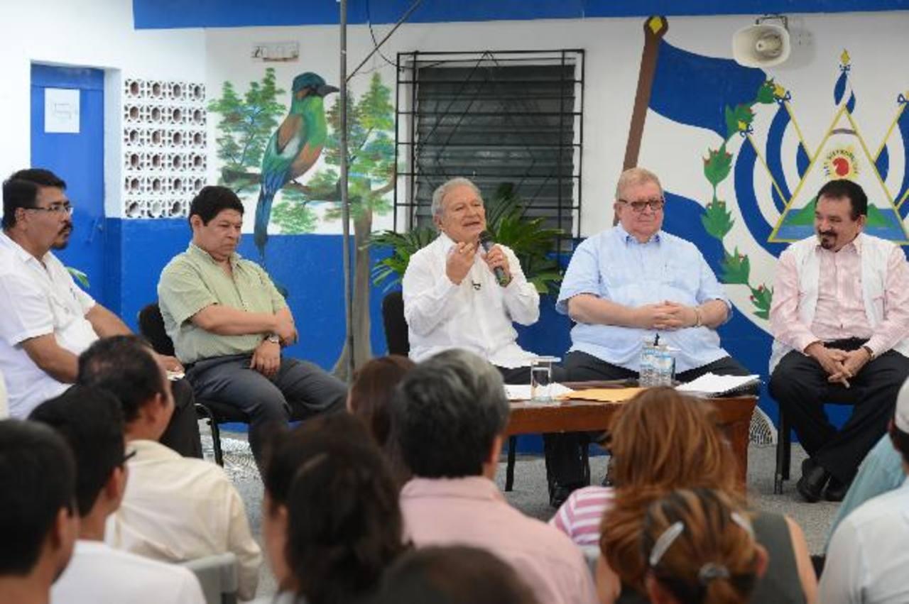 El primer programa de radio y televisión del presidente tuvo el mismo formato que los realizados por Hugo Chávez y la presidenta de Brasil, Dilma Rousseff.Pie de foto texto espacio para texto pi texto o texto espacio para texto pi texto o texto espac