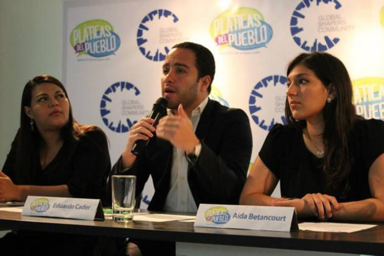 Karla Segovia, Eduardo Cáder y Aida Betancourt, miembros del hub de Global Shapers de San Salvador, explicaron la iniciativa.