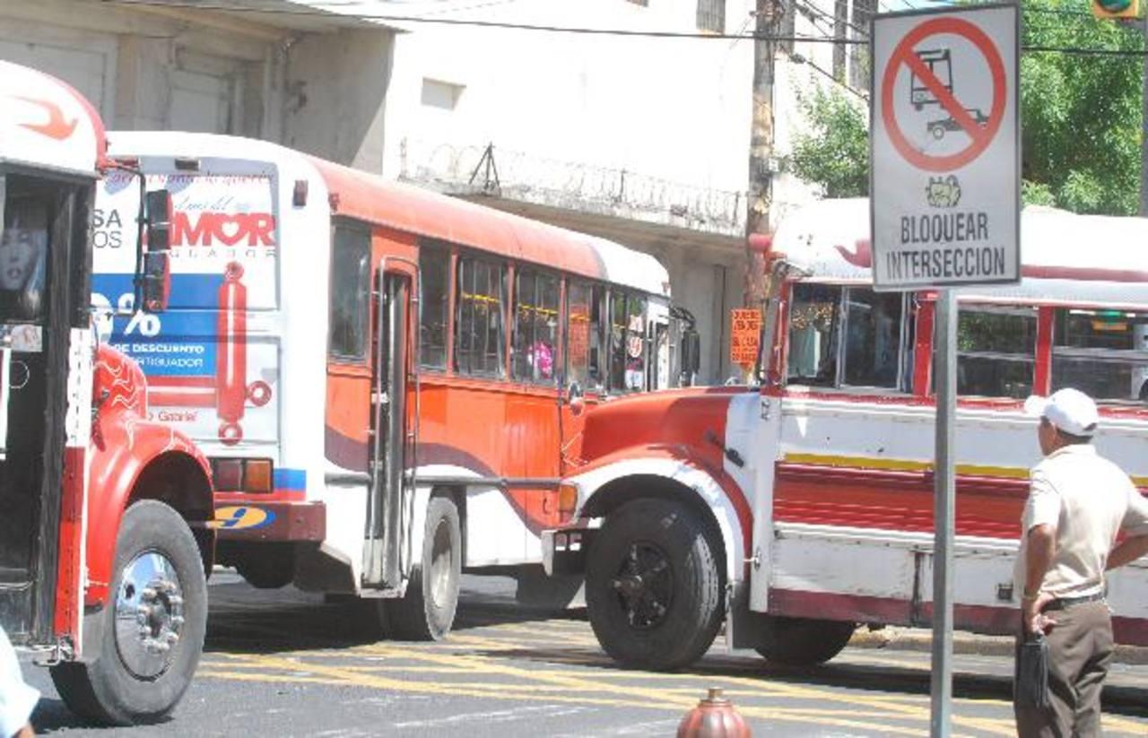 Piden un año más de prórroga para usar buses viejos