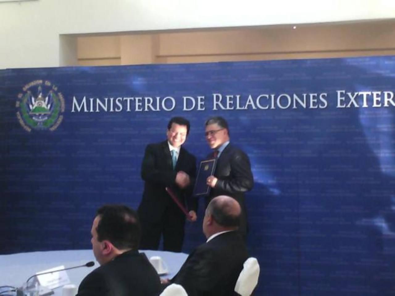 Cancilleres de El Salvador y Venezuela afinan detalles de acuerdo Petrocaribe