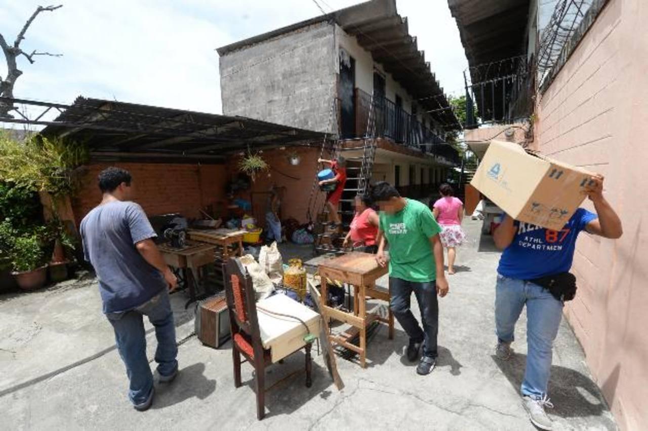 Maras dieron ultimátum a 14 familias para que abandonaran los apartamentos Cristo Negro, en Mejicanos. Foto EDH / Jaime Anaya
