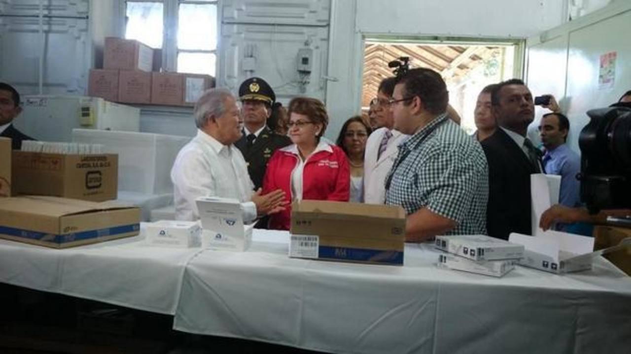 El Presidente recorrió las bodegas del hospital Rosales