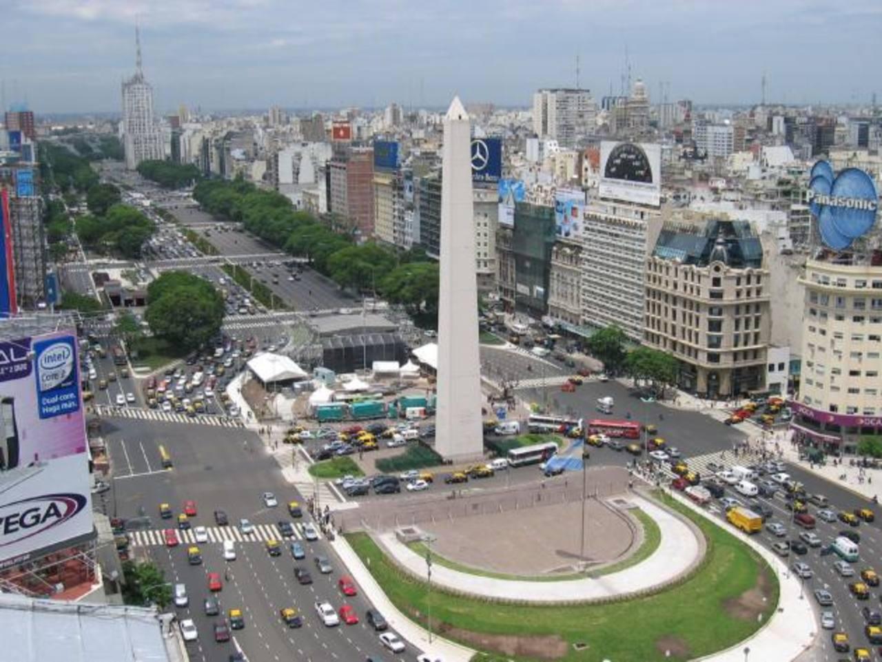 Argentina está entre la espada y la pared: a punto de caer en otro default. foto edh / internet