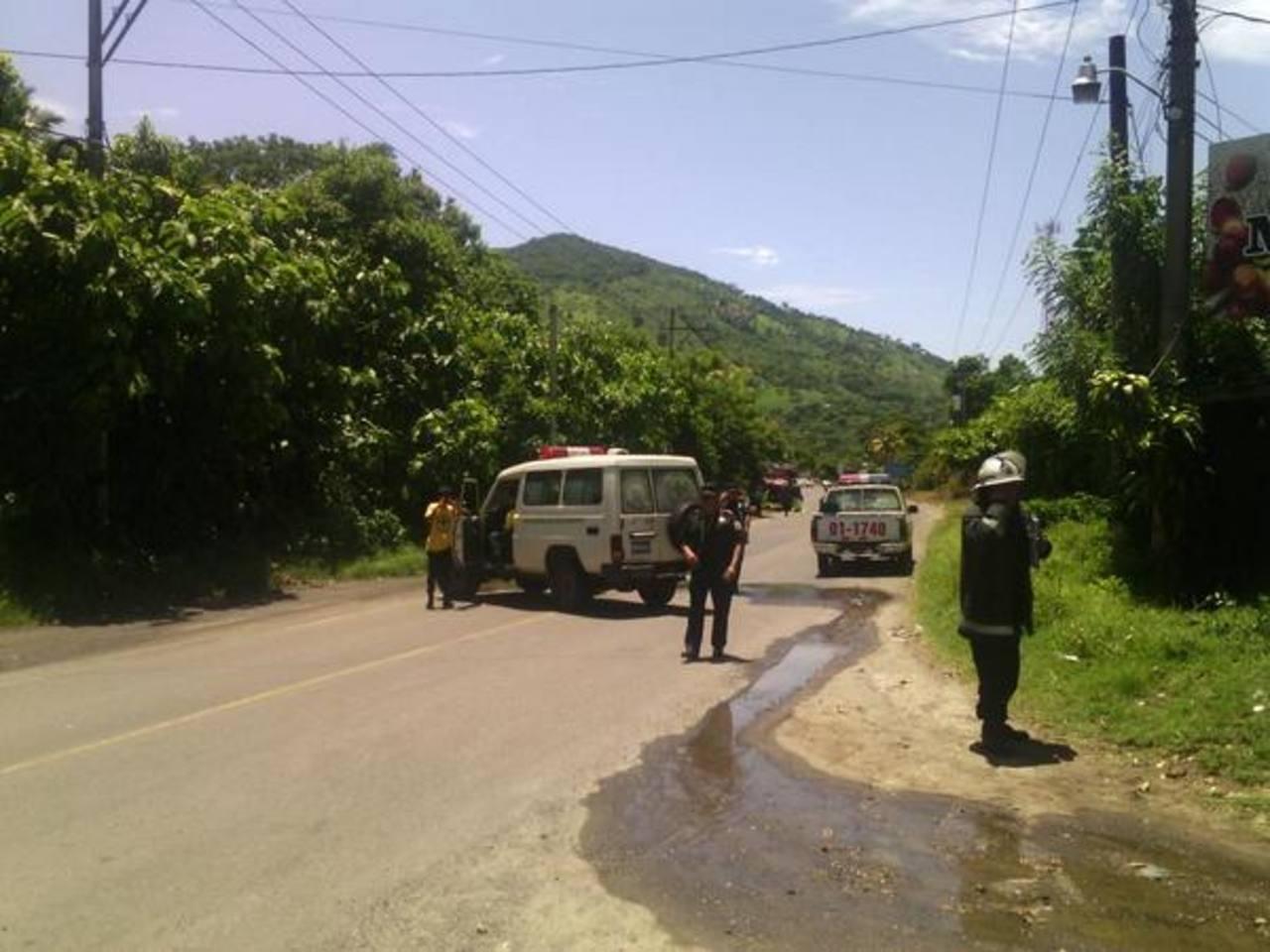 Cierre de la calle antigua a Nejapa por explosión de tóxicos . Siete personas fueron evacuadas.