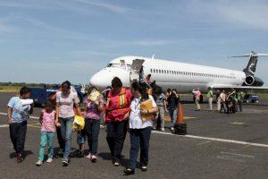Cuatro familias llegaron el viernes deportadas por EE. UU. Desde que inició la crisis de los niños migrantes solo México repatria niños todas las semanas. Foto/Cortesía Embajada USA