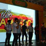 La cadena de restaurantes reconoció a los ganadores del torneo de futbolito de mesa. Foto EDH / cortesía