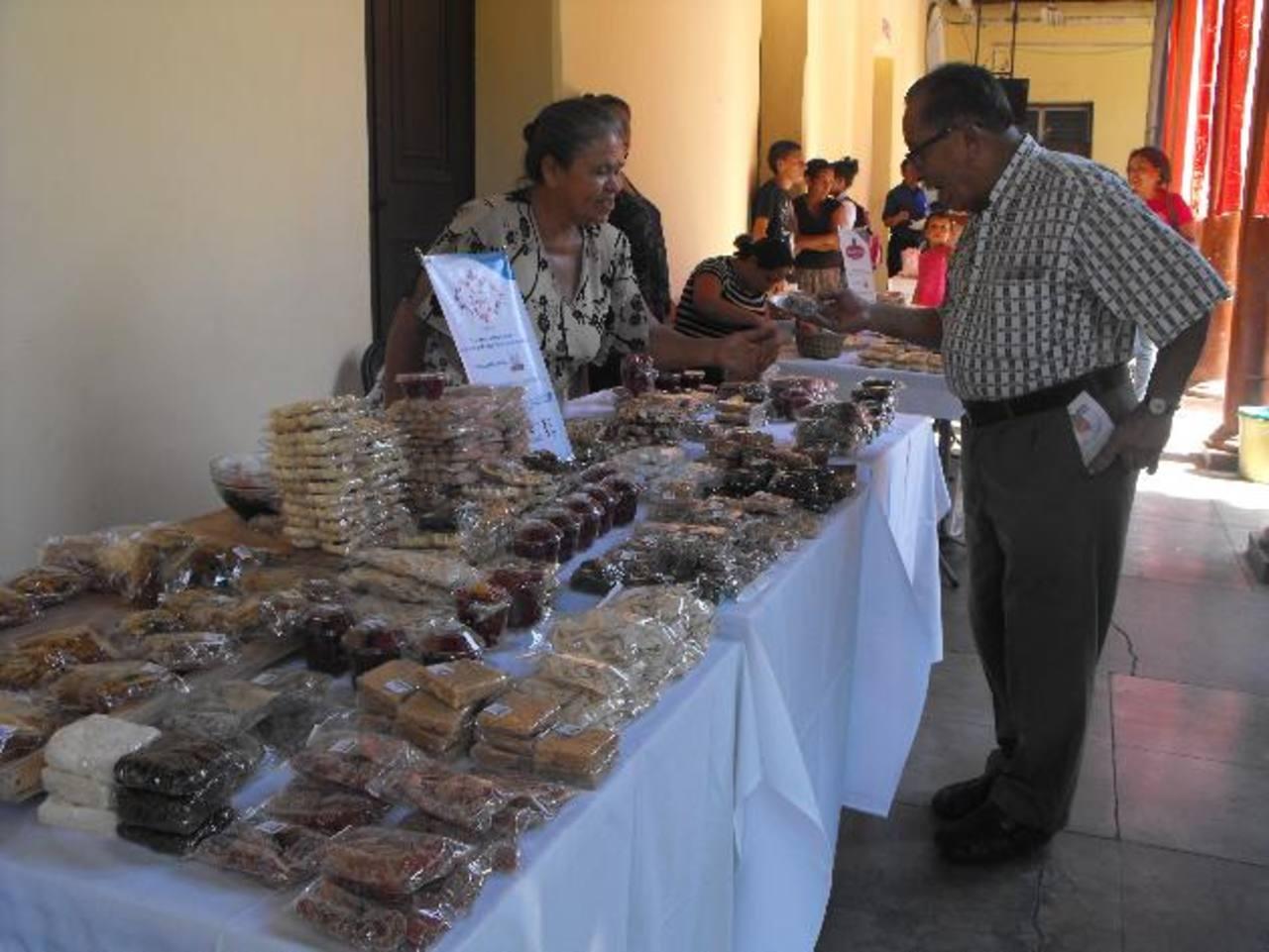 La feria de dulces acitronados estará abierta hasta el 26 de julio. foto edh / MAURICIO GUEVARA
