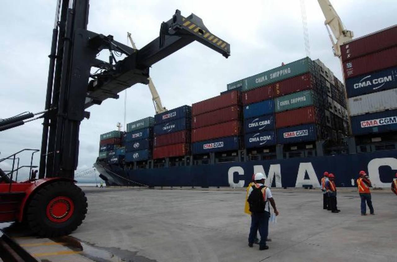 Las exportaciones del país se han contraído en parte por una caída en los precios internacionales del café. Foto edh / archivo