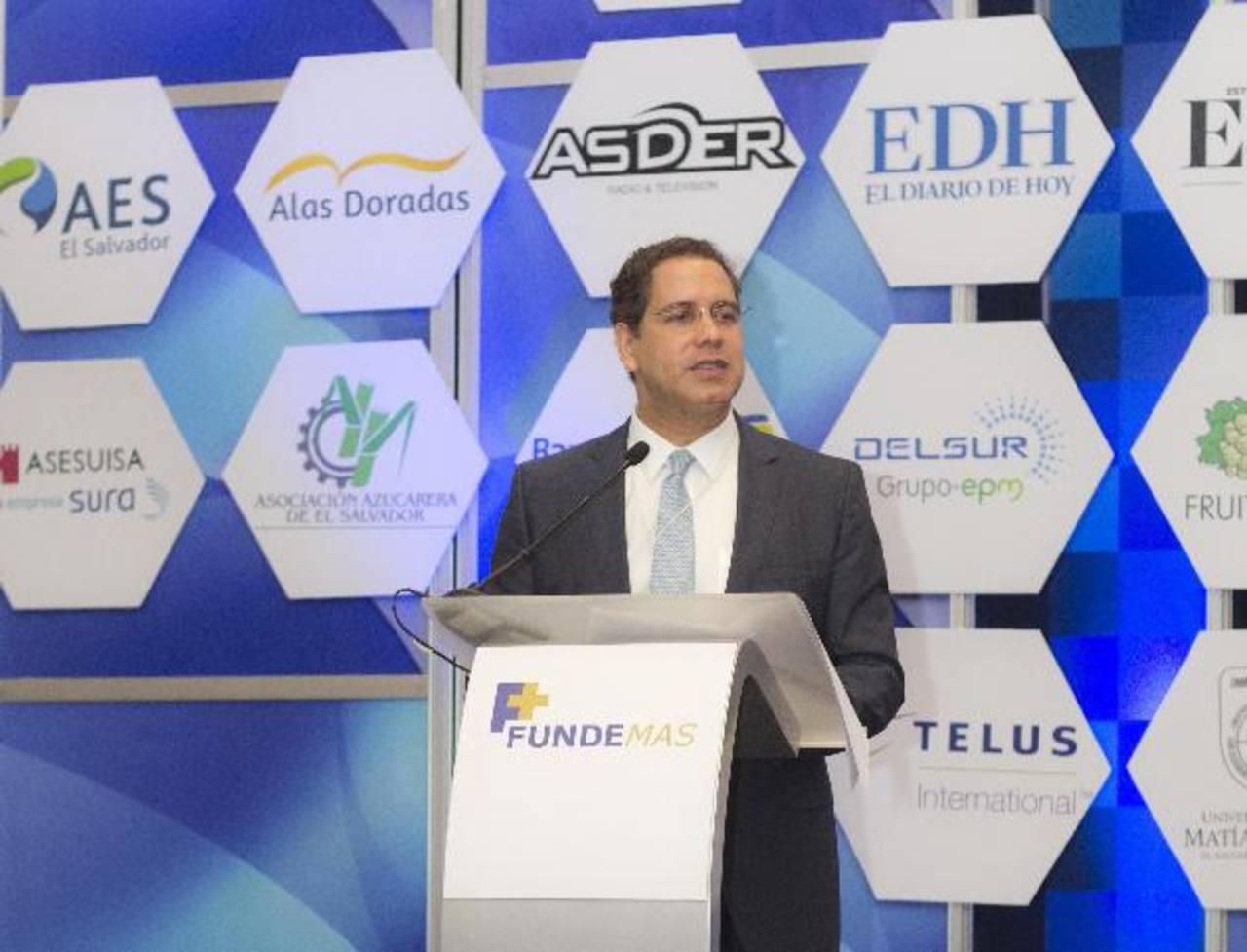 El director ejecutivo de El Diario de Hoy, Fabricio Altamirano, dirigió palabras de apertura en la segunda jornada de la Semana de la RSE. Foto EDH /