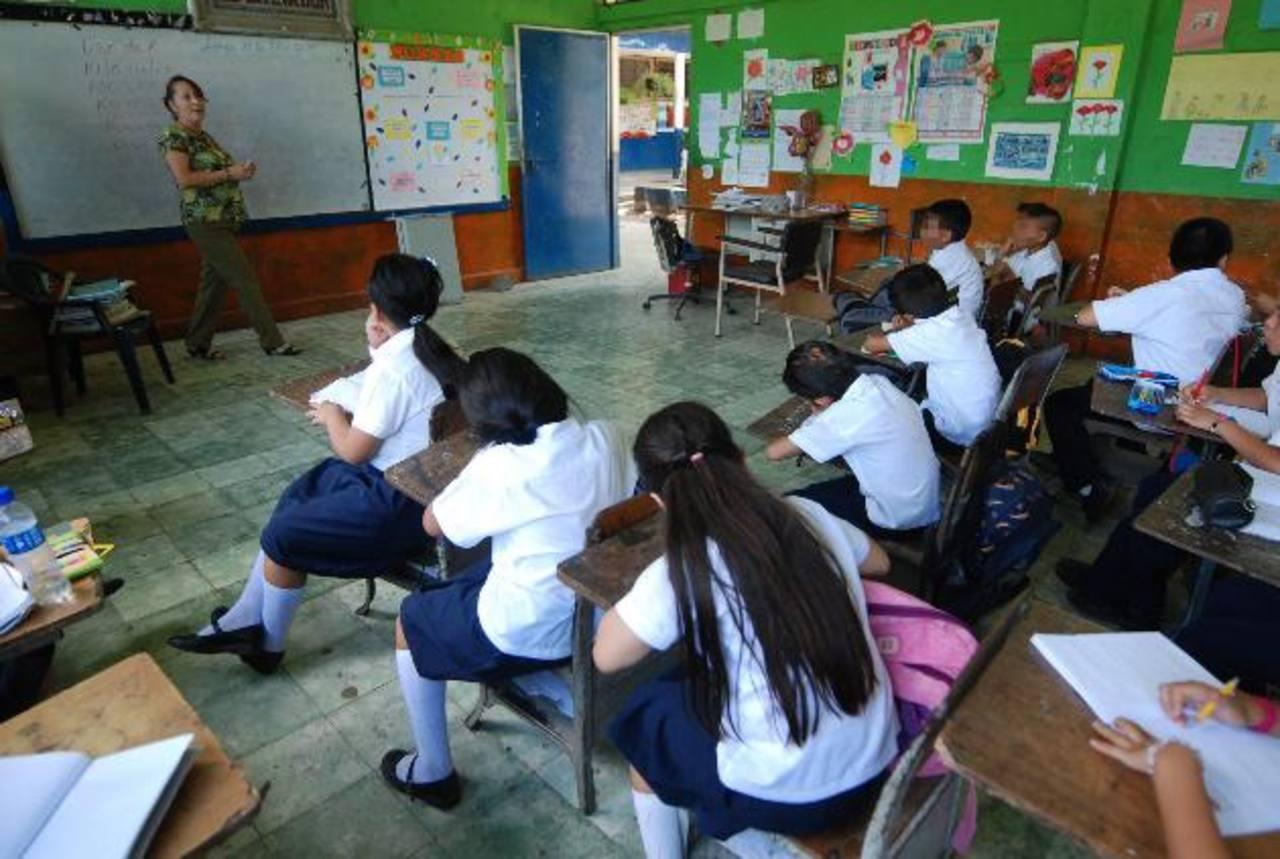La transferencia del año pasado la recibieron las escuelas entre septiembre y octubre. foto edh / CRISTIAN DÍAZ