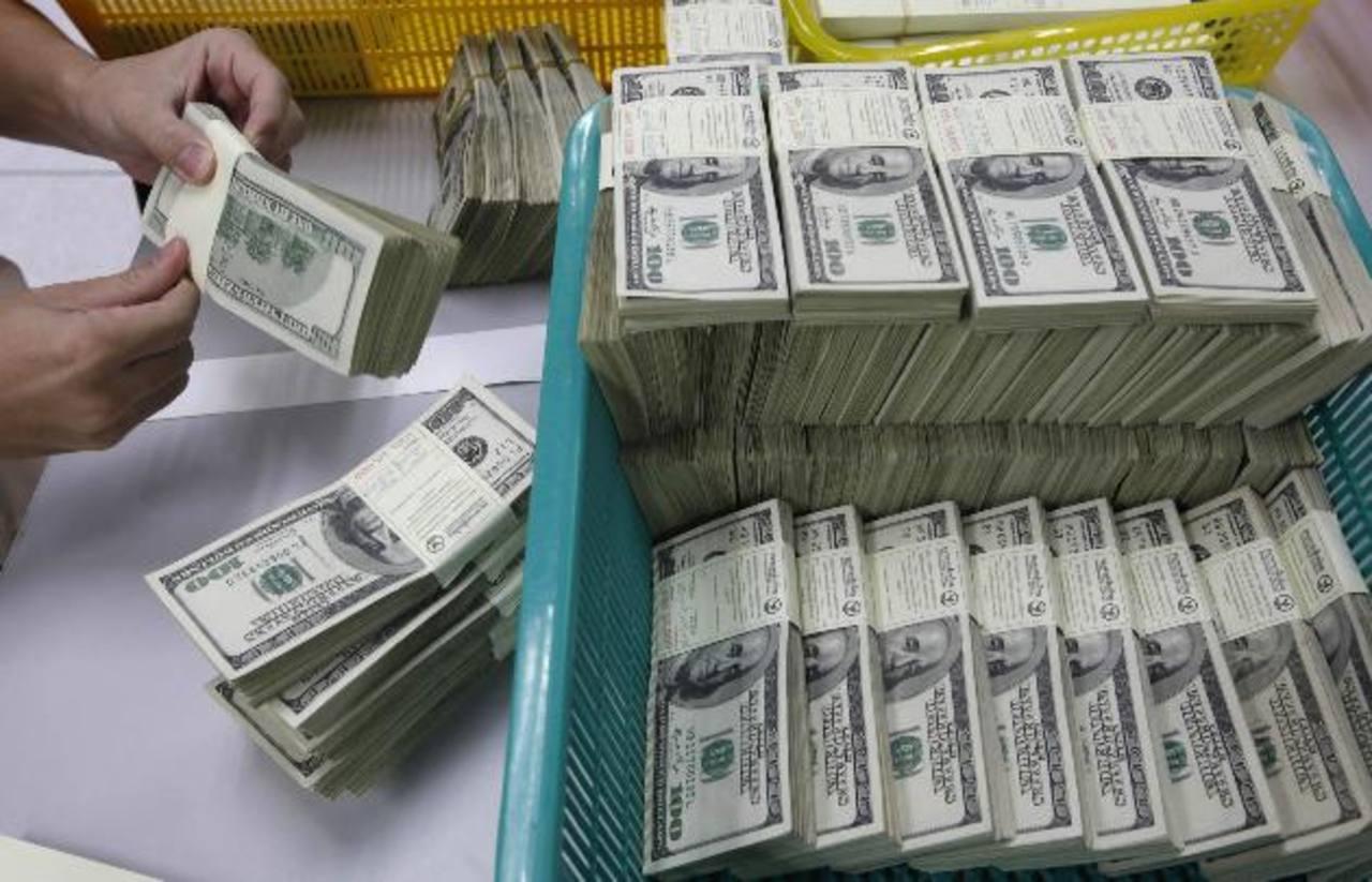 El Gobierno quiere aumentar los ingresos del Estado a través de más impuestos, pero la Cepal también asegura que debe acompañarse de crecimiento económico. foto edh / ARCHIVO