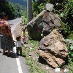 Las familias temen que suceda una desgracia si las autoridades no hacen algo para mitigar el riesgo en la zona. foto edh / CRISTIAN DÍAZ
