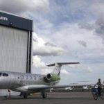 Embraer recorta estimaciones de negocio global de aviones