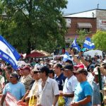 Los hispanos en Estados Unidos quieren proceso legal para niños migrantes.
