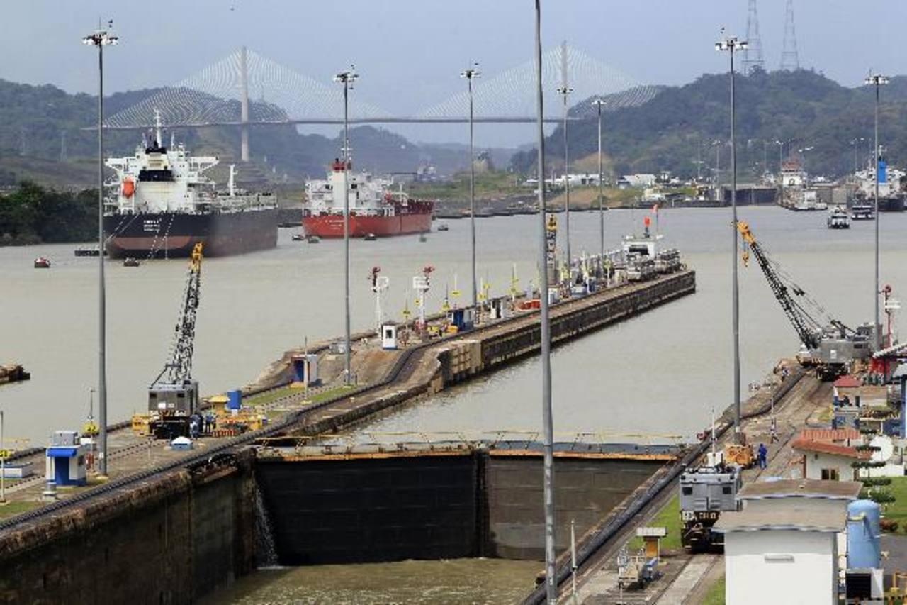 Panamá opera el canal por el que transita gran parte del comercio mundial cada día. Según la Cepal su crecimiento este año será el mayor de toda la región. Foto EDH / Archivo