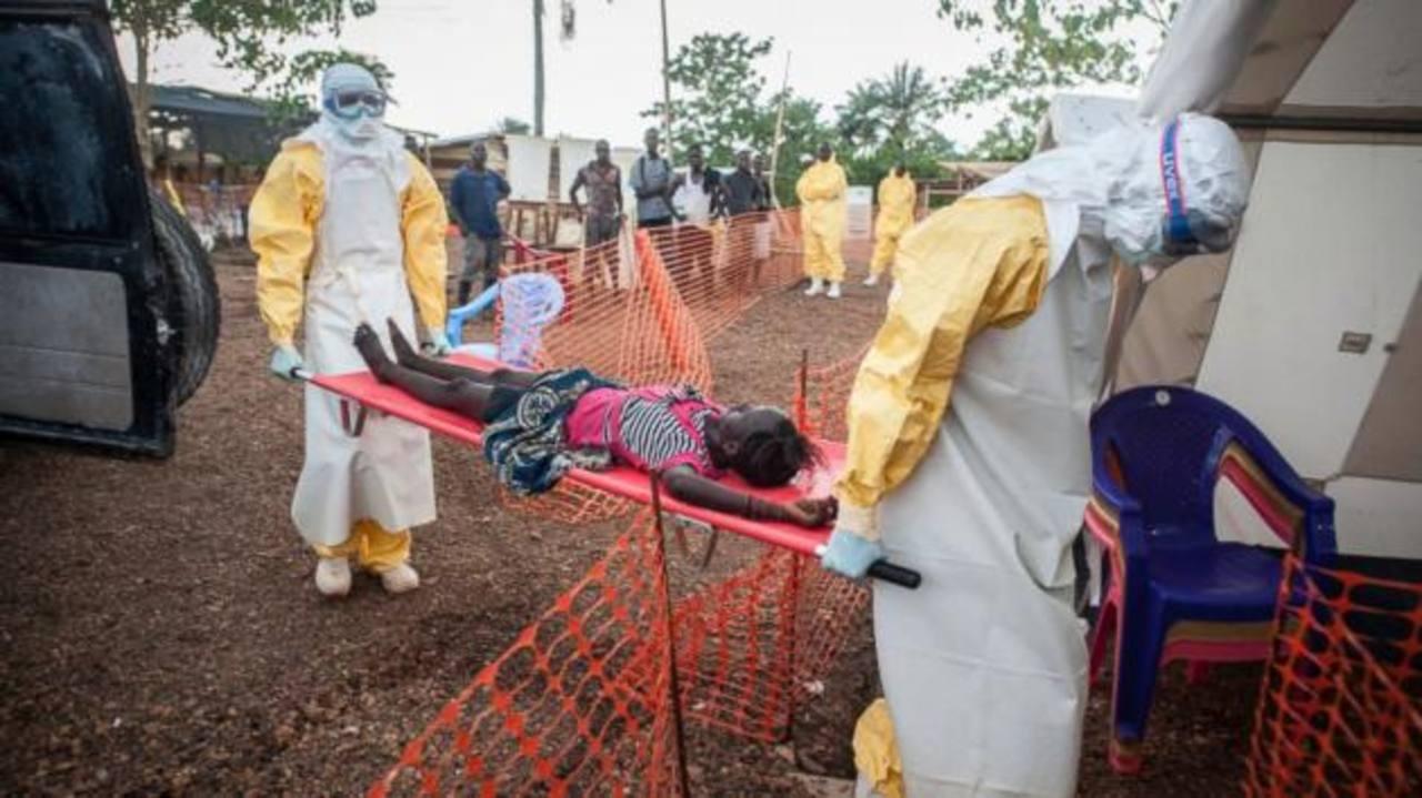La Organización Mundial de la Salud aprueba que se efectúe la repatriación de las personas infectadas con el virus.