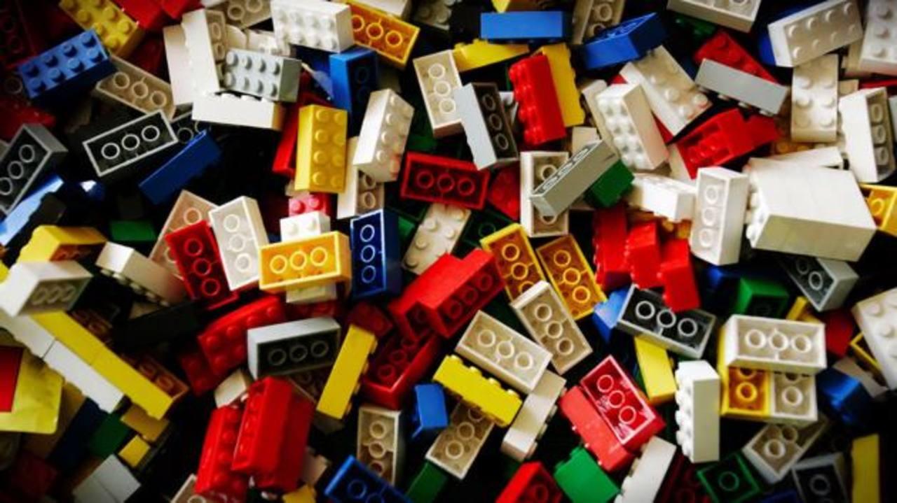 Detienen a una mujer en Nueva York por robar $59,000 en juguetes de Lego