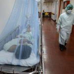 Un paciente con sospecha de dengue permanece ingresado en el hospital Nacional Zacamil. foto edh / archivo