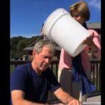 VIDEO: Expresidente estadounidense George Bush acepta el reto del agua helada