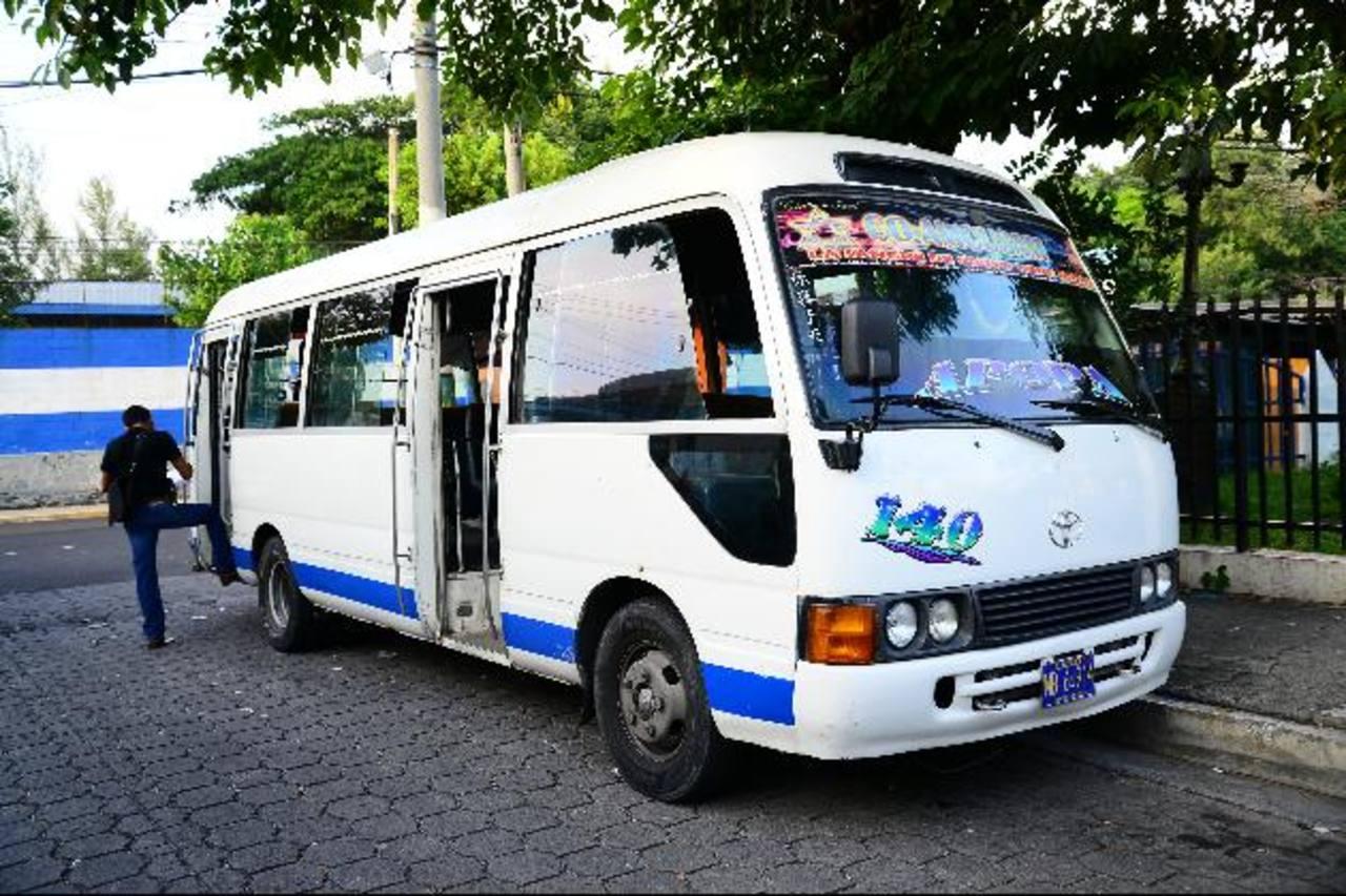 Beatriz Mejía fue asesinada en un microbús de la Ruta 140 en el kilómetro 16 de la carretera de Oro, en Soyapango. Foto EDH / Felipe Ayala