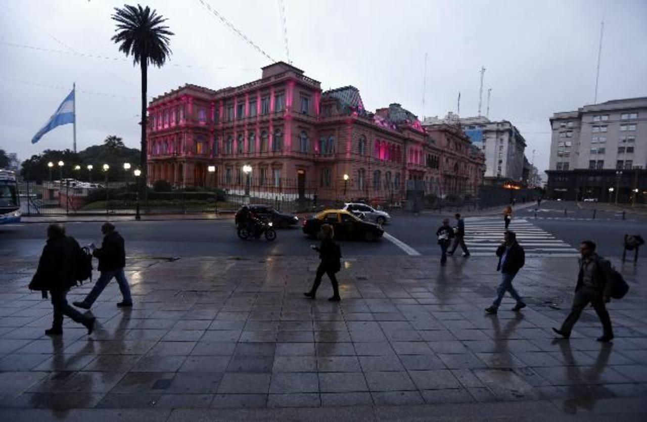 """La Casa Rosada, sede del gobierno de Cristina Fernández, quien se ha mantenido a la defensiva tras el """"default"""". foto edh / reuters"""