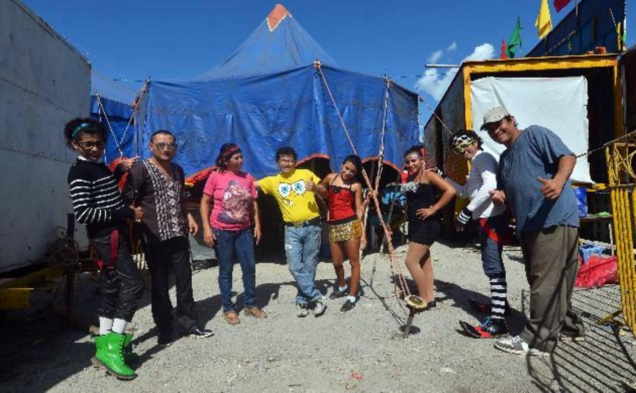 """La familia Ruiz protagonista del documental """"Circo"""" ha llevado alegría a miles de salvadoreños. Fotos EDH/RENÉ QUINTANILLA"""