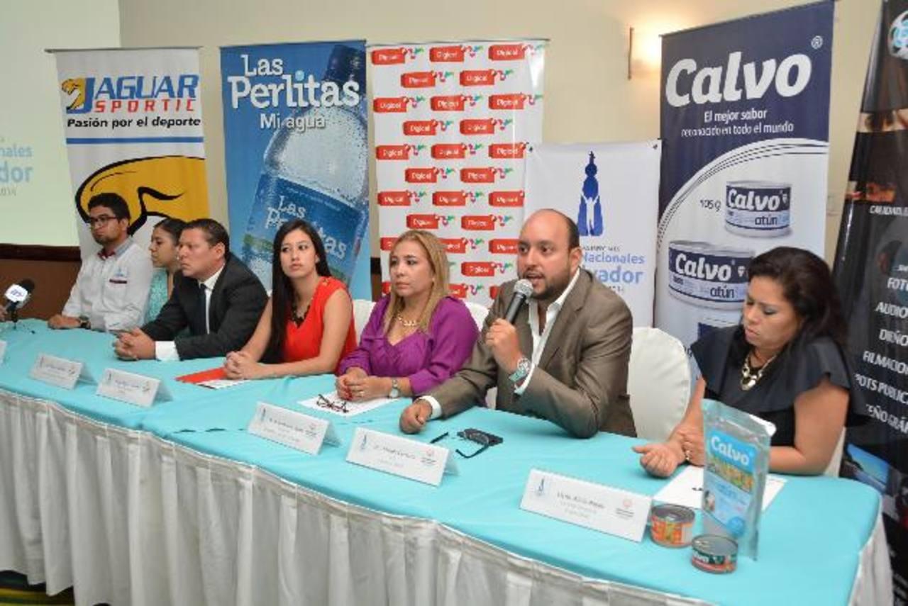 Representantes de Digicel dieron a conocer su apoyo en conjunto con otras marcas participantes. Foto EDH / David Rezzio