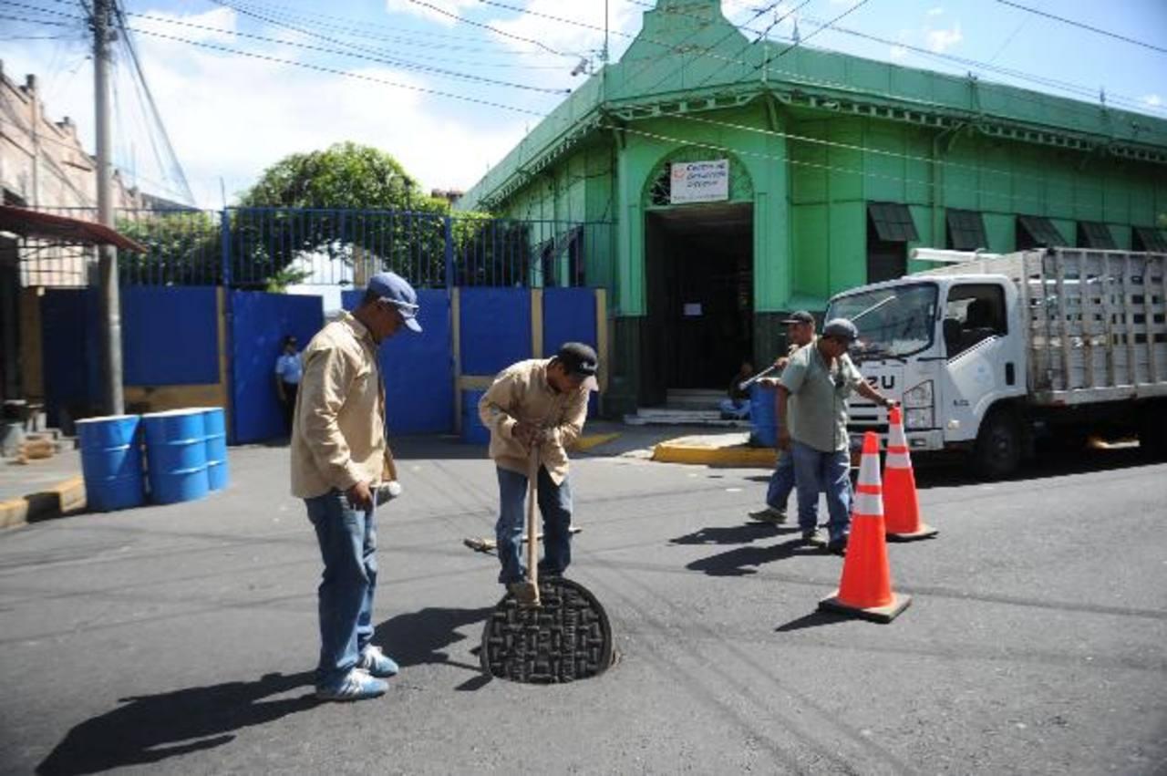 Las oficinas de la alcaldía de San Salvador y otras dependencias de la comuna están sin el servicio de agua. Foto edh