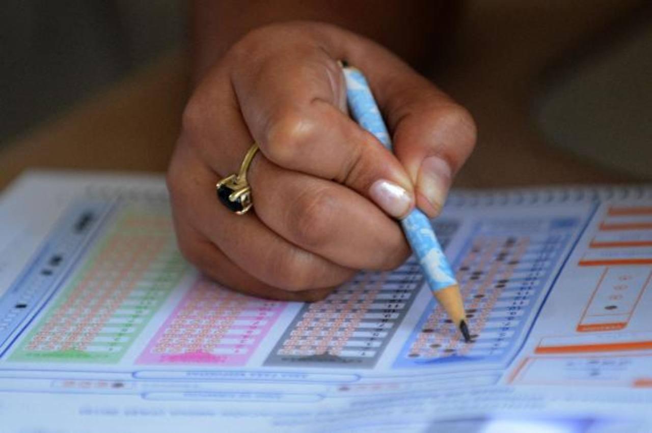 La nota de la Paes se obtiene del promedio final institucional (75 %) y el resultado del examen (25 %). Foto EDH / ARCHIVO