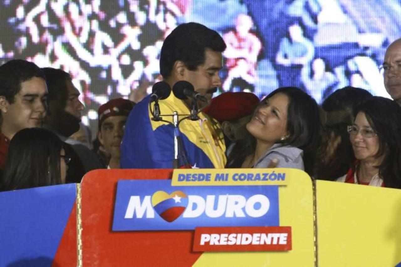 Nicolás Maduro acompañado de María Gabriela Chávez, cuando ganó la presidencia.
