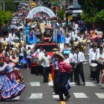 La algarabía, tradición y la música se hicieron presente en el segundo día de fiesta en Mejicanos. La calle Zacamil lució abarrotada de asistentes. foto edh / RENÉ QUINTANILLA