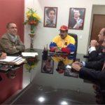 Nicolás Maduro (c), gobernante de Venezuela, sostiene una reunión con los nuevos dueños de Globovisión, que tienen intereses en Miami. Foto EDH / internet