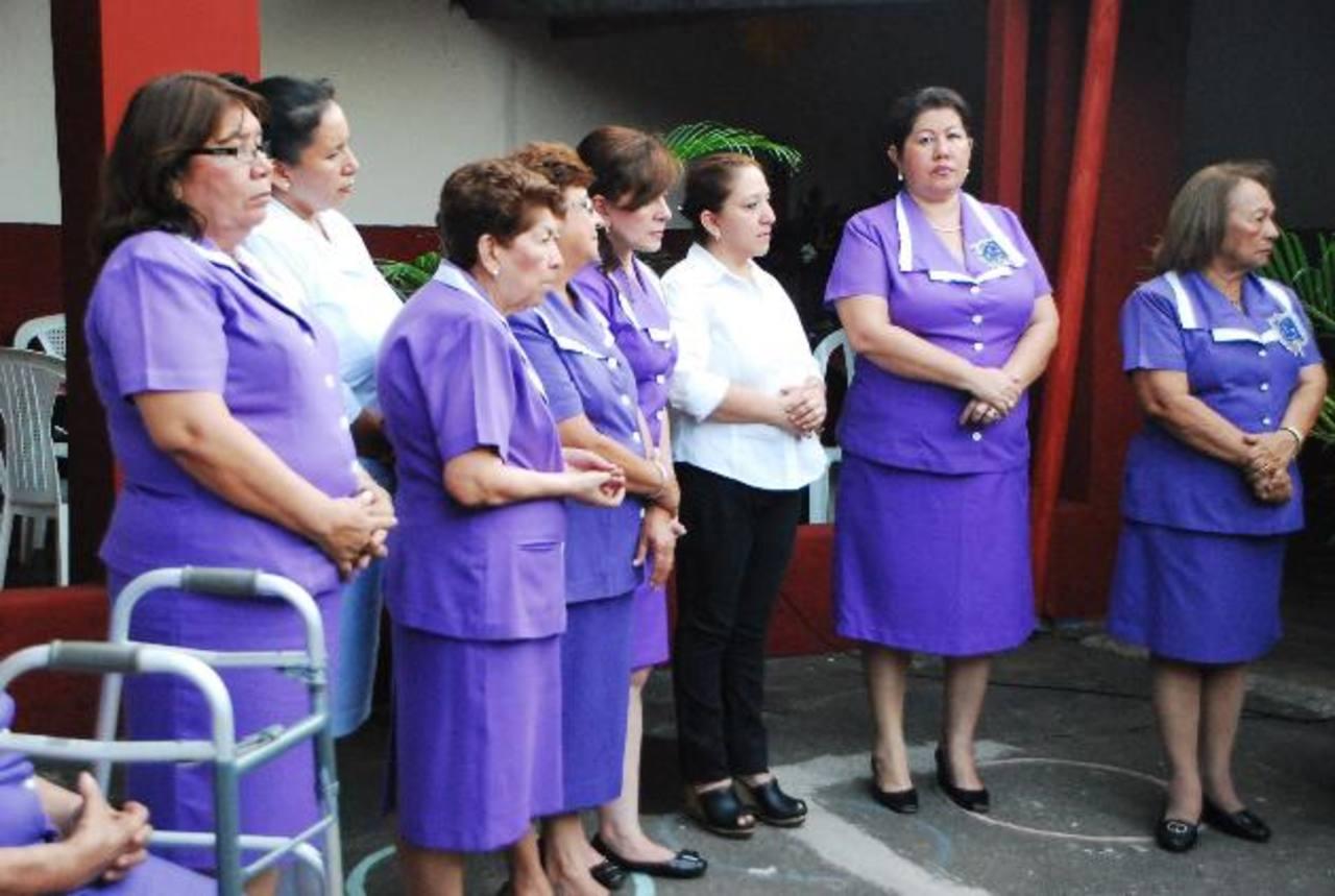 Señoras de la Caridad San Vicente de Paúl pretenden recaudar fondos para completar planilla. FOTO EDH / JENNY ventura