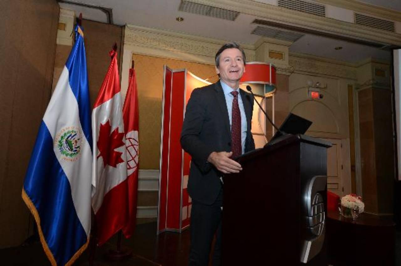 Pablo Bréard, vicepresidente y economista jefe de Scotiabank, disertó sobre la economía global.foto edh/mauricio Cáceres