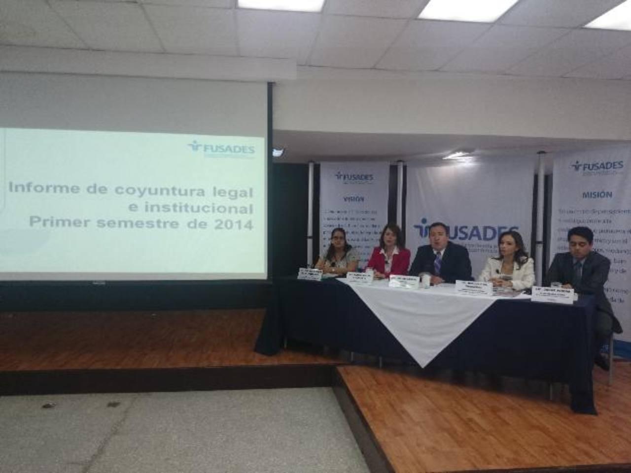 Los resultados del informe semestral fueron revelados en conferencia de prensa por analistas de Estudios Legales de Fusades. foto edh / David Marroquín.