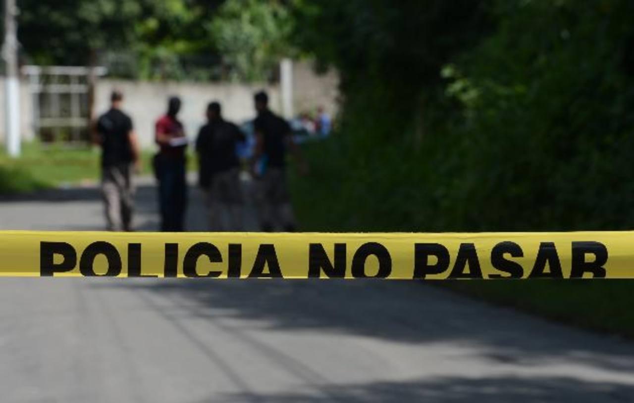 El cadáver de un hombre, de unos 20 años, fue encontrado en comunidad Argentina, en Soyapango. Foto EDH / Douglas Urquilla