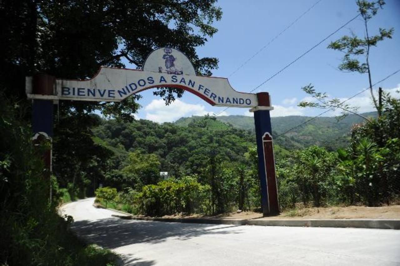 Ingreso al municipio de San Fernando, en Chalatenango, fronterizo con Honduras. Foto EDH / Miguel Villalta.