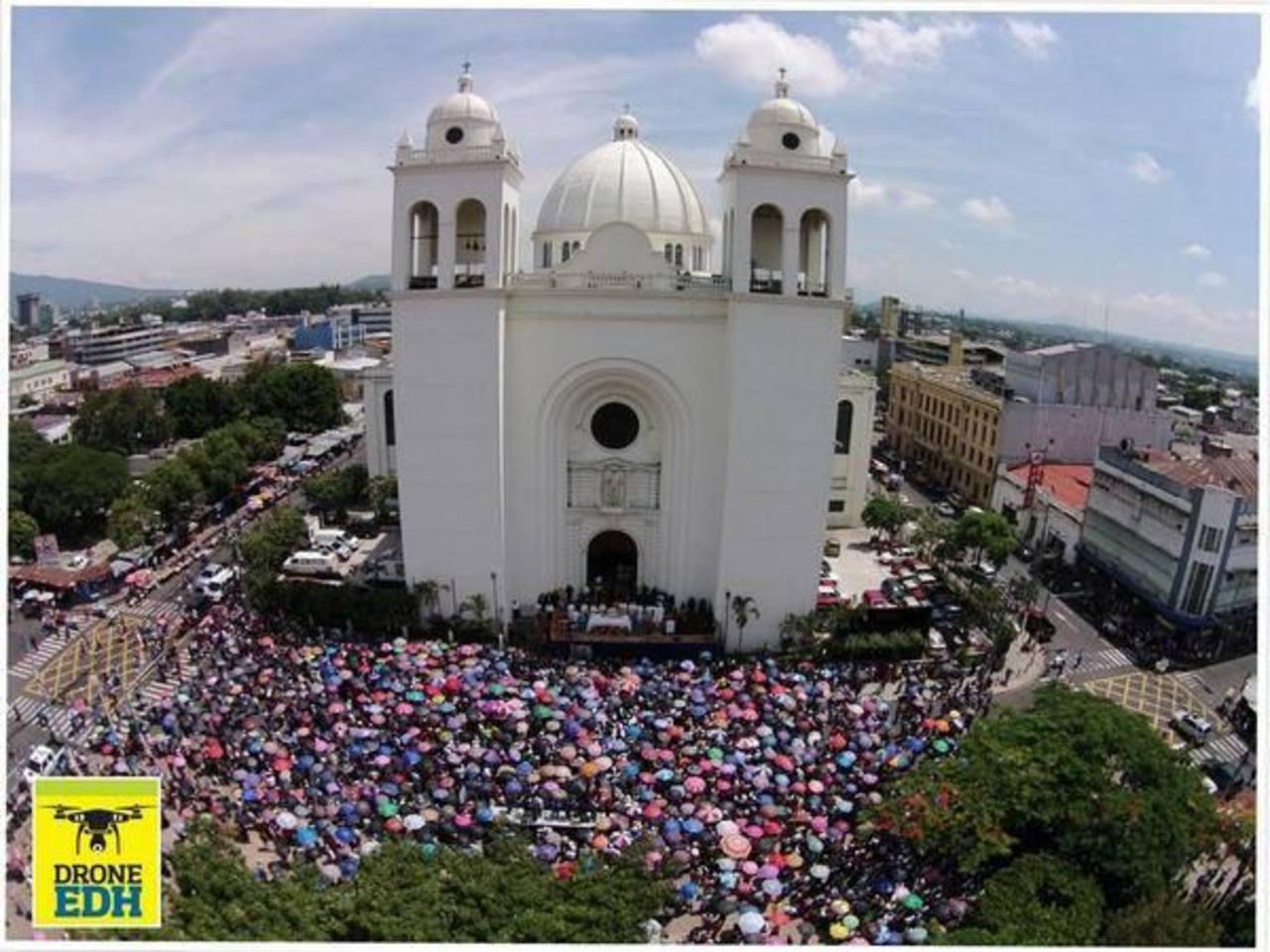 Inicia misa solemne en honor al Divino Salvador del Mundo