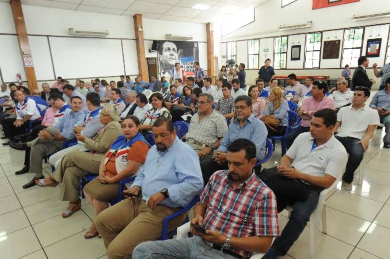 Precandidatos de San Salvador, La Libertad, Sonsonate, La Paz, Ahuachapán y Cuscatlán participaron en el sorteo.