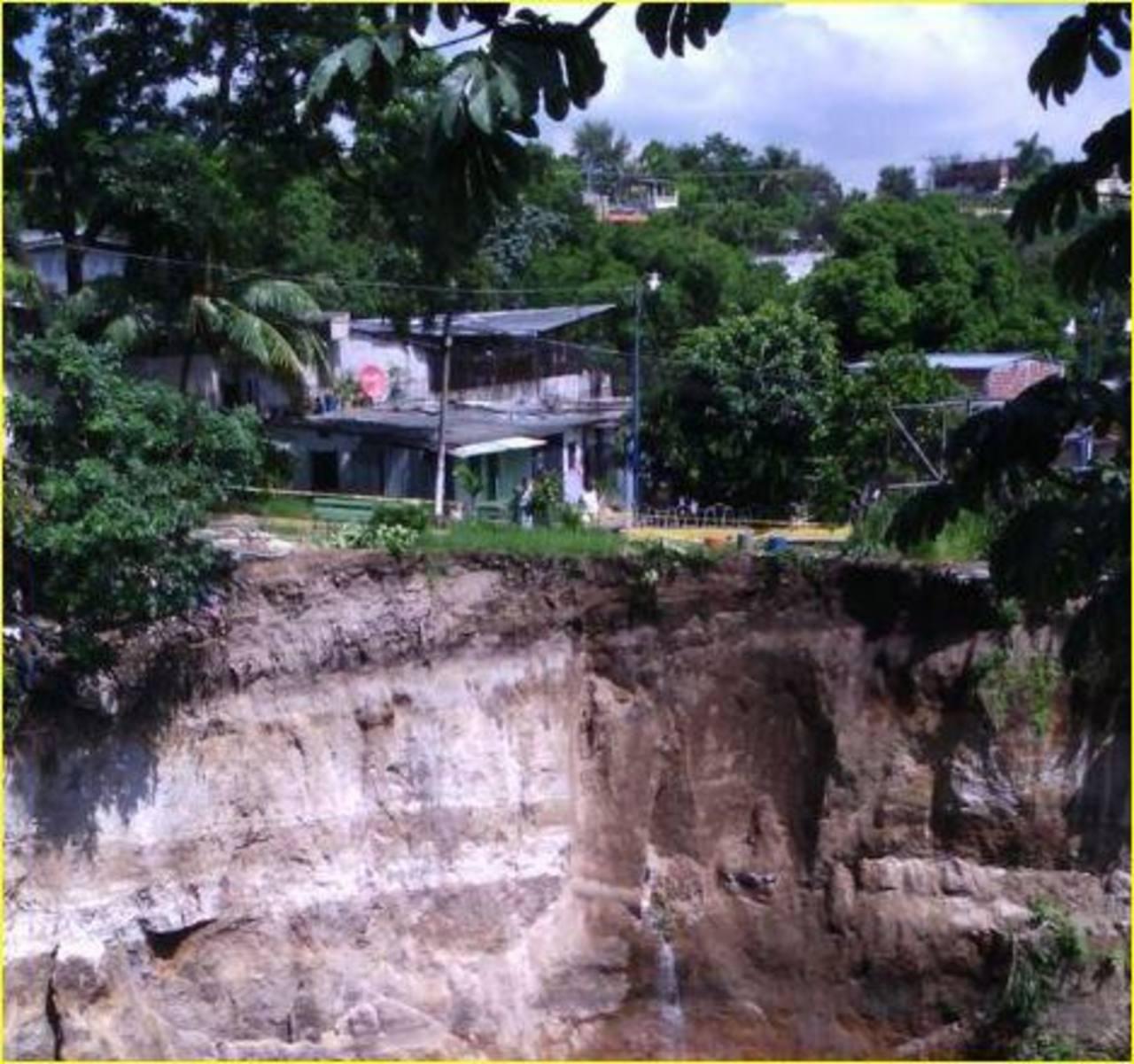 Cárcava que afecta a comunidad La Isla.