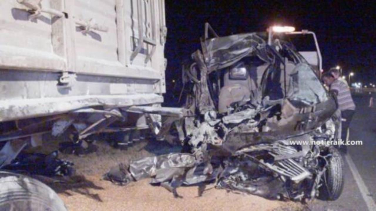 Así quedó el vehículo en el que se conducían los familiares del Papa, luego del choque en la provincia de Córdoba. edh /EFE