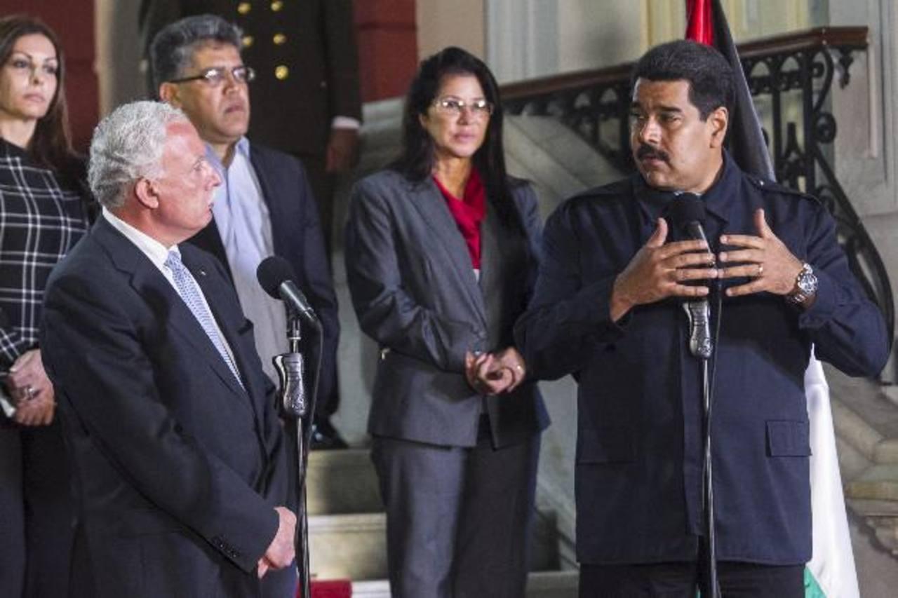 El presidente Nicolás Maduro durante un evento con el ministro de relaciones exteriores de Palestina, Riad Malk. foto edh / EFE.