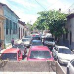 Carga vehicular en centro de San Salvador.