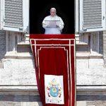 """El papa llamó a la comunidad internacional a encontrar """"una solución política eficiente que pueda detener esos crímenes y restaurar el imperio de la ley"""""""