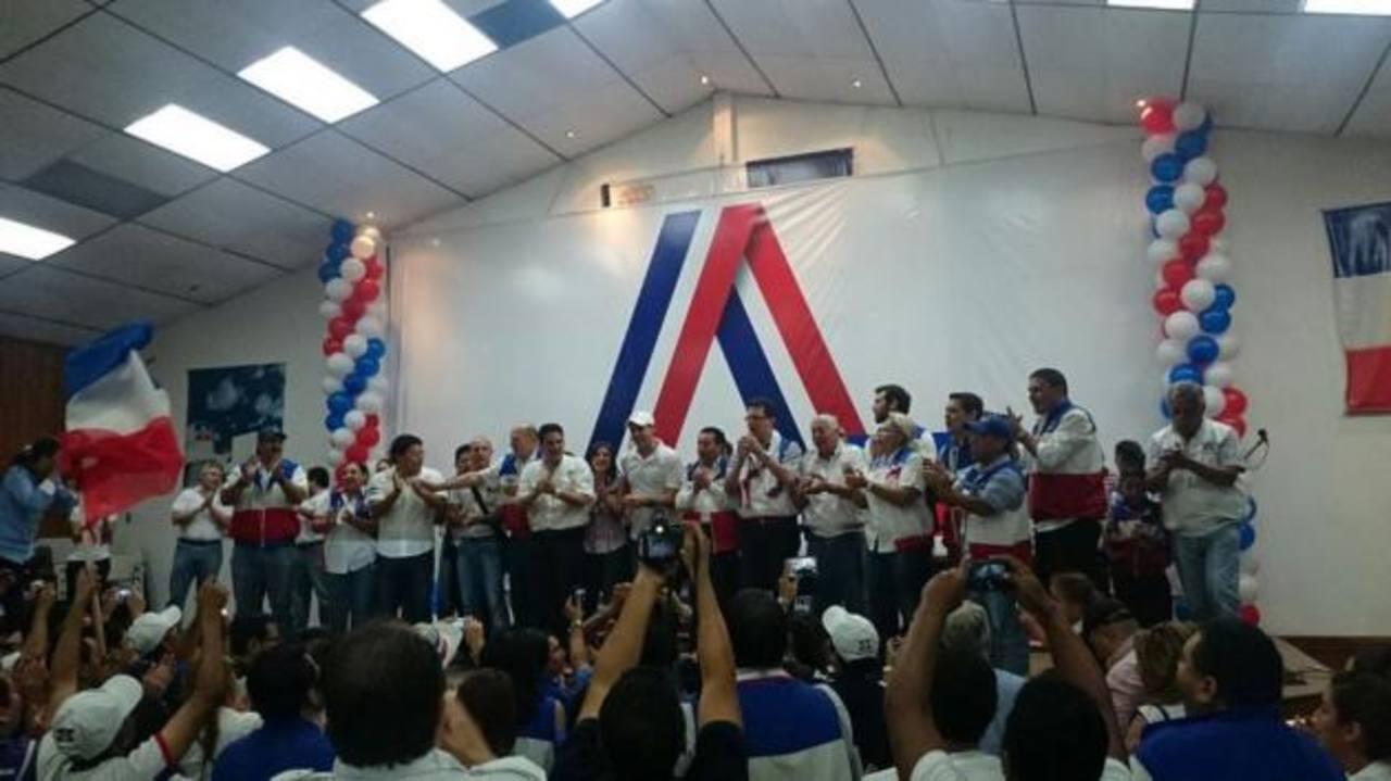 Militantes del la fracción arenera celebran las elecciones internas en el COENA